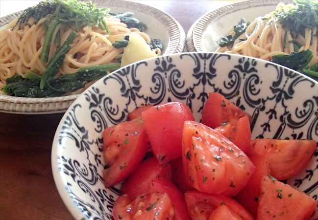 大地を守る会(大地宅配)のトマトでサラダ