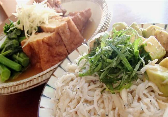 大地宅配の「春の菜っぱ」と「厚揚げ」で炊き合わせ