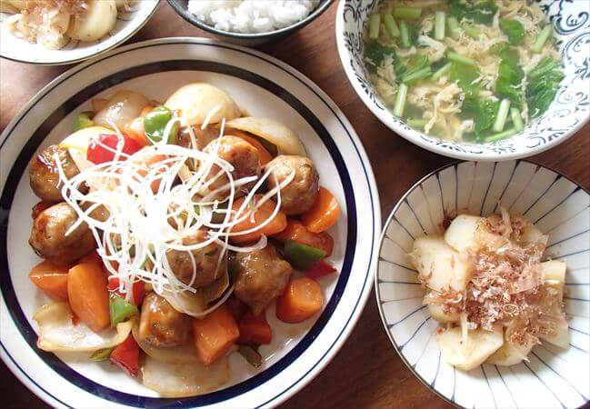 大地を守る会(旧:大地宅配)の料理キットで作った「肉団子と黒酢の酢豚」「和風ポテサラ」